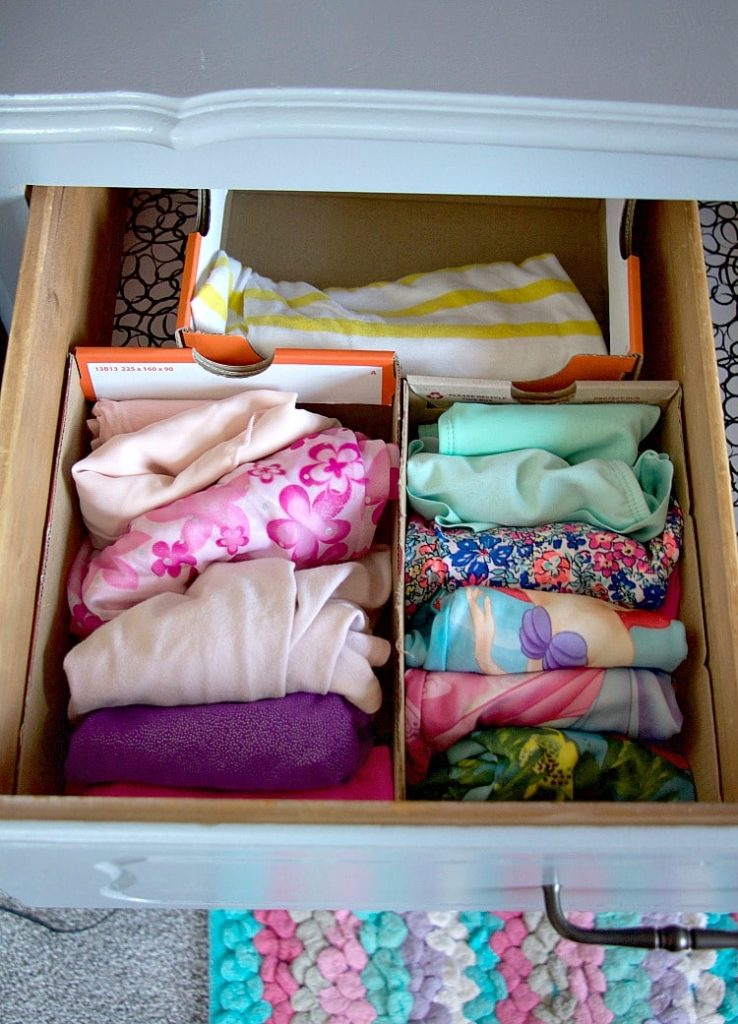 how to organize kids 39 dresser drawers like a professional the organized mama. Black Bedroom Furniture Sets. Home Design Ideas